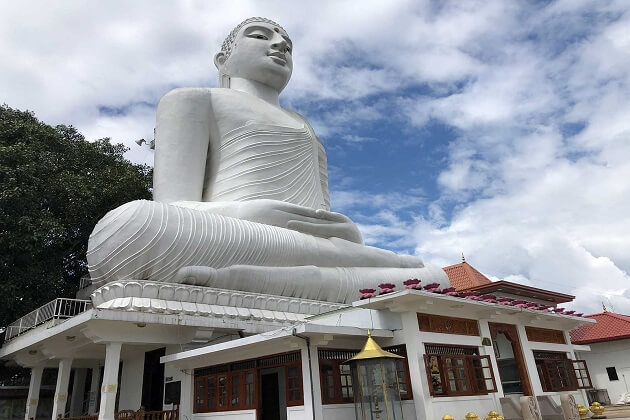 Bahiravokanda Vihara Buddha Statue - best attractions in kandy
