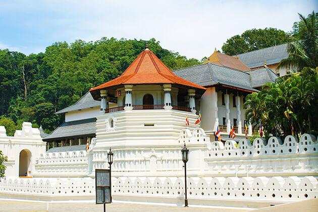 Bahirawakanda Monastery - sri lanka luxury tour