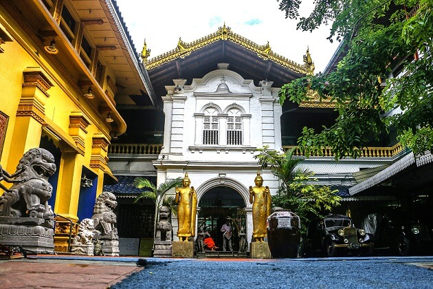 Gangaramaya Temple - places to visit in Colombo