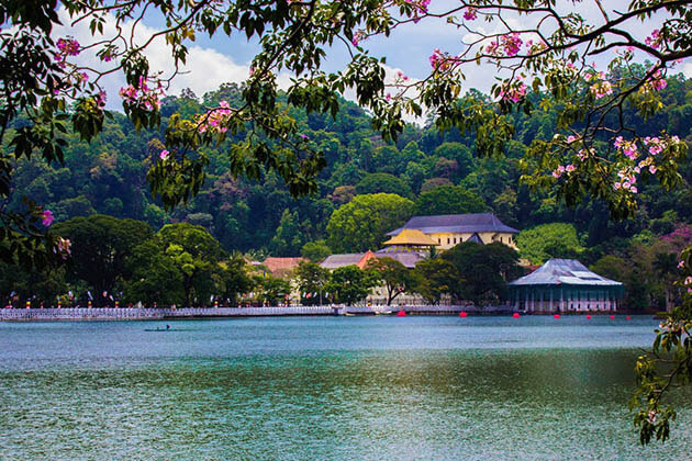 Kandy Lake - list of best places to visit in sri lanka