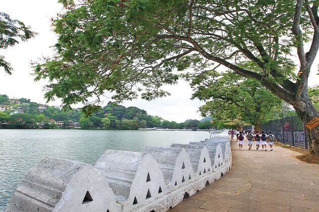 Kandy Lake - things to do see in kandy