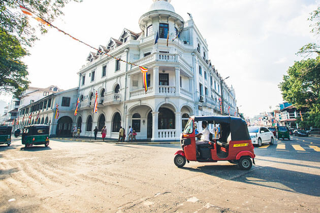 Kandy city tour by tuk tuk