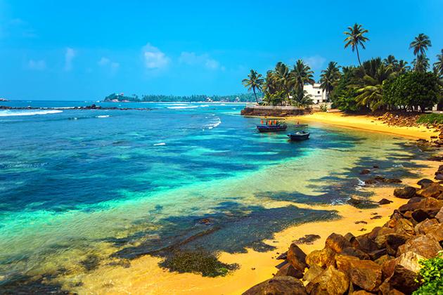 Laze on Sri Lanka beach is a wonderful experience you should try