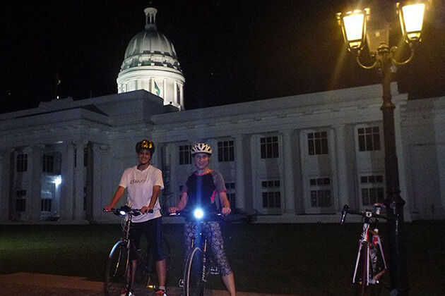 Night Cycling around Colombo