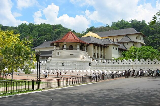 Temple of Sacred Tooth Relic - best sri lanka sightseeing vacation