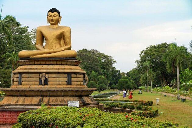 Viharamahadevi Park - parks in Colombo
