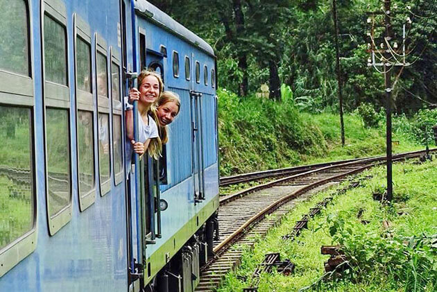 ella train - best family tours in sri lanka
