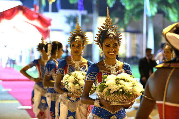 history of sri lanka national costumes