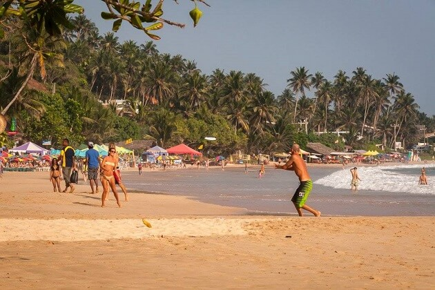 enjoy beach things to do in mirissa