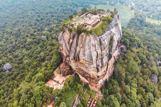 sigiriya rock- classic tour in sri lanka