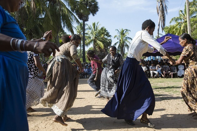 sri lanka people and dance