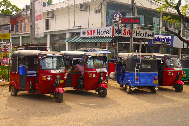 tuk-tuk ride around corners of Colombo